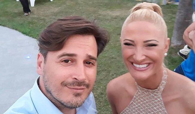 Δεν πάει ο νους σας ποιος είναι ο άνδρας που ποζάρει με την Ιωάννα Τούνη σε selfie!