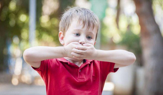 Παιδικός τραυλισμός: Ποια είναι τα αίτια και πώς αντιμετωπίζεται