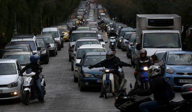ΑΑΔΕ: «Φρένο» στην αναγκαστική ακινησία των ανασφάλιστων οχημάτων