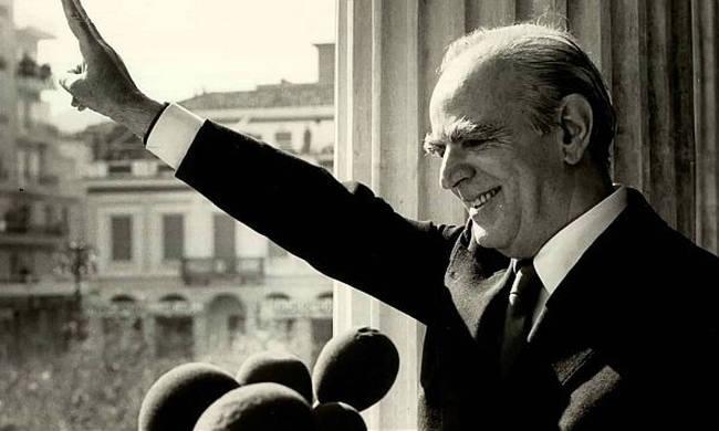 ΣΑΝ ΣΗΜΕΡΑ: 4 Οκτωβρίου 1974 - Ιδρύεται το κόμμα της Νέας Δημοκρατίας (vid+pics)