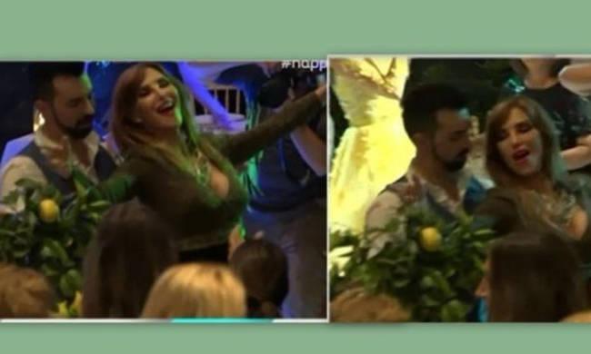 Άναψαν τα αίματα: Καυτό τσιφτετέλι χόρεψε η Βίκυ Χατζηβασιλείου στο γάμο της Μενούνος