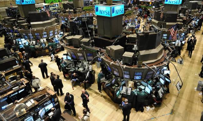 Άνοδος στη Wall Street - Νέες απώλειες στην τιμή του πετρελαίου