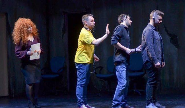 Την Τρίτη πραγματοποιήθηκε η επίσημη πρεμιέρα της κωμωδίας «Οι Έξαλλοι» στο Θέατρο ΑΘΗΝΑ