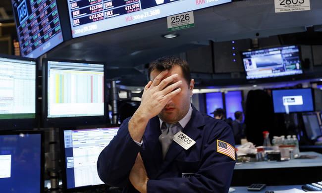 Wall Street: Η Apple έφερε μεγάλες απώλειες στους βασικούς δείκτες