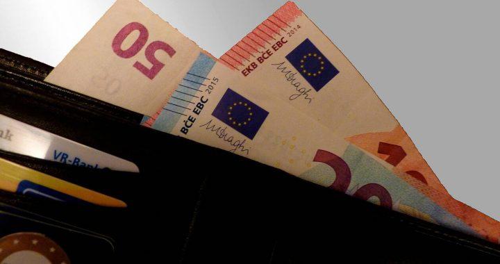 «Βόμβα» Handelsblatt: Πιθανό ένα «κούρεμα» καταθέσεων στις ελληνικές τράπεζες