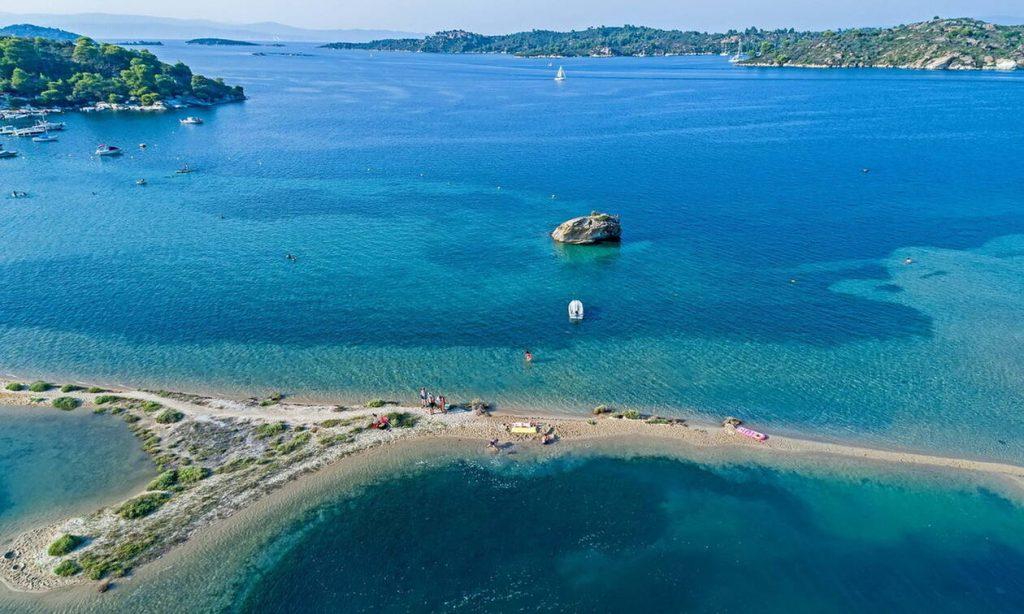 Σαν τη Χαλκιδική δεν έχει: Πρώτη στην Ελλάδα με 47 «Γαλάζιες Σημαίες»