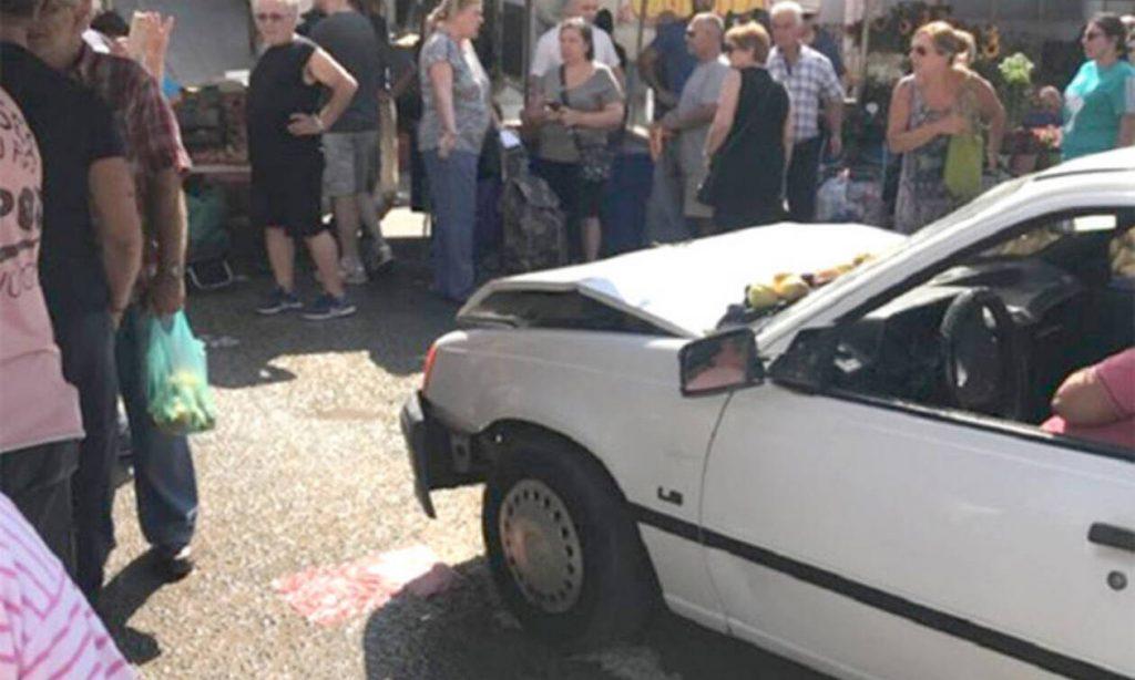 Εικόνες ΣΟΚ από το τροχαίο στην Ηλιούπολη  - Αυτοκίνητο έπεσε σε πάγκο Λαϊκής (pics)