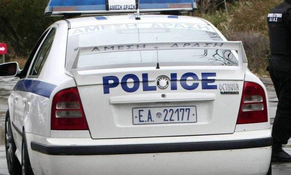 Συνελήφθησαν μέλη σπείρας που έκλεβε καταστήματα εμβολίζοντας τις προσόψεις με κλεμμένα ΙΧ