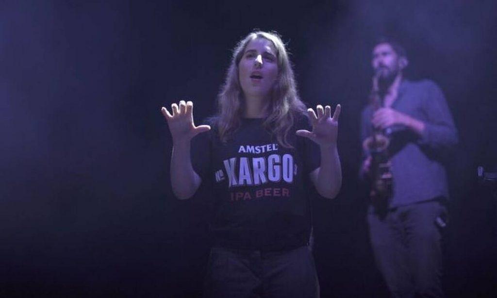 Όταν η Νοηματική Γλώσσα κάνει την εμφάνισή της σε ένα από τα μεγαλύτερα μουσικά φεστιβάλ