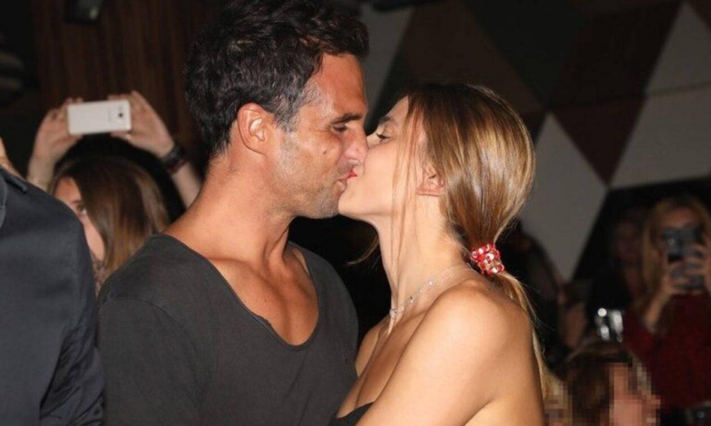 Γιάννης Δρυμωνάκος - Βαρβάρα Κουνέλη: Καυτά φιλιά στα μπουζούκια (Photos)