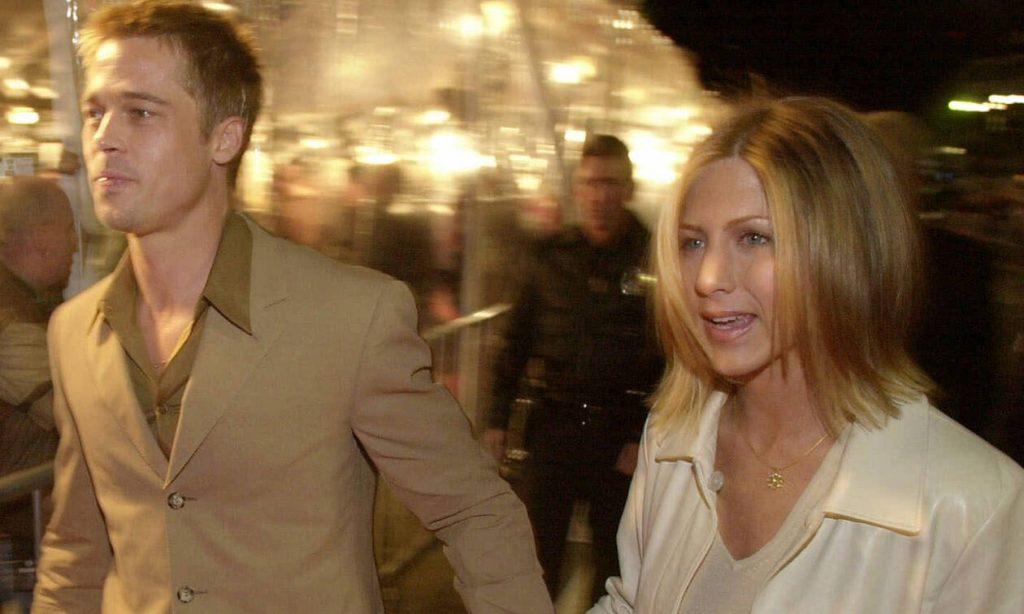 Αυτές οι φωτογραφίες από τον έρωτα του Pitt με την Aniston πριν 20 χρόνια θα σε κάνουν να λιώσεις