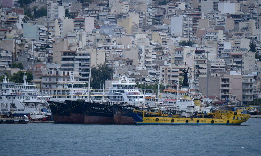 Θρίλερ στο Πέραμα: Ανήλικος έπεσε στη θάλασσα για να αποφύγει έλεγχο από αστυνομικούς