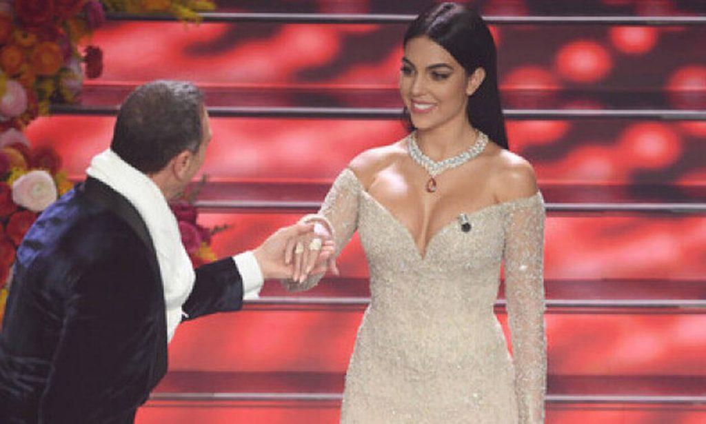 Η σύντροφος του Ρονάλντο έκλεψε τις εντυπώσεις ως παρουσιάστρια στο φεστιβάλ του Σαν Ρέμο (vid&pics)