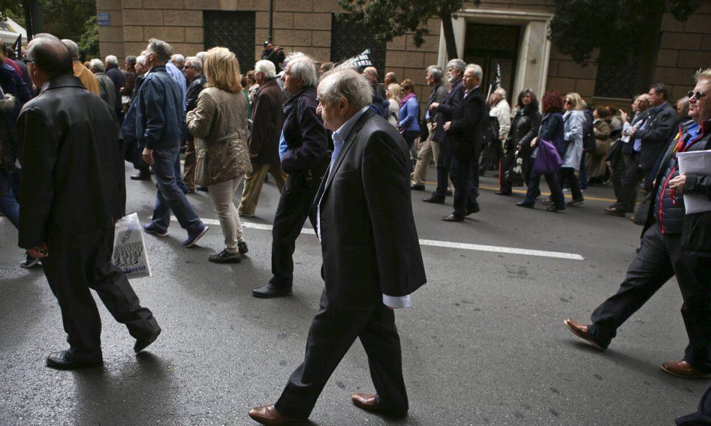 Αυξήσεις στις συντάξεις έως και 200 ευρώ: Δέσμευση του υπουργού Εργασίας – Δείτε ποιους αφορά