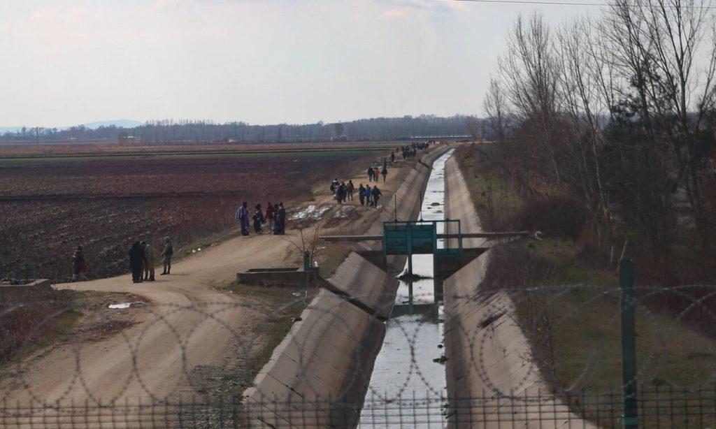 Αλλάζουν τακτική οι Τούρκοι - Απλώνουν τους μετανάστες σε όλο το μήκος του Έβρου