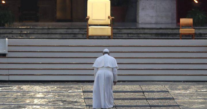 Κορονοϊός Βατικανό: Δέος από το κήρυγμα του Πάπα – Μόνος στον ναό του Αγίου Πέτρου (pics)