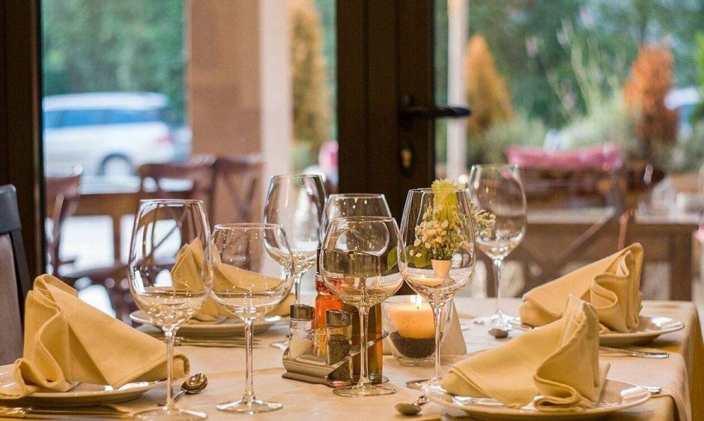 Άφησε 10.000 δολάρια πουρμπουάρ σε εστιατόριο που έκλεισε λόγω κορονοϊου – Δείτε το λόγο (pics)