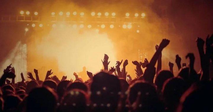 Κορονοϊός: Στην εντατική πασίγνωστος τραγουδιστής (pics)