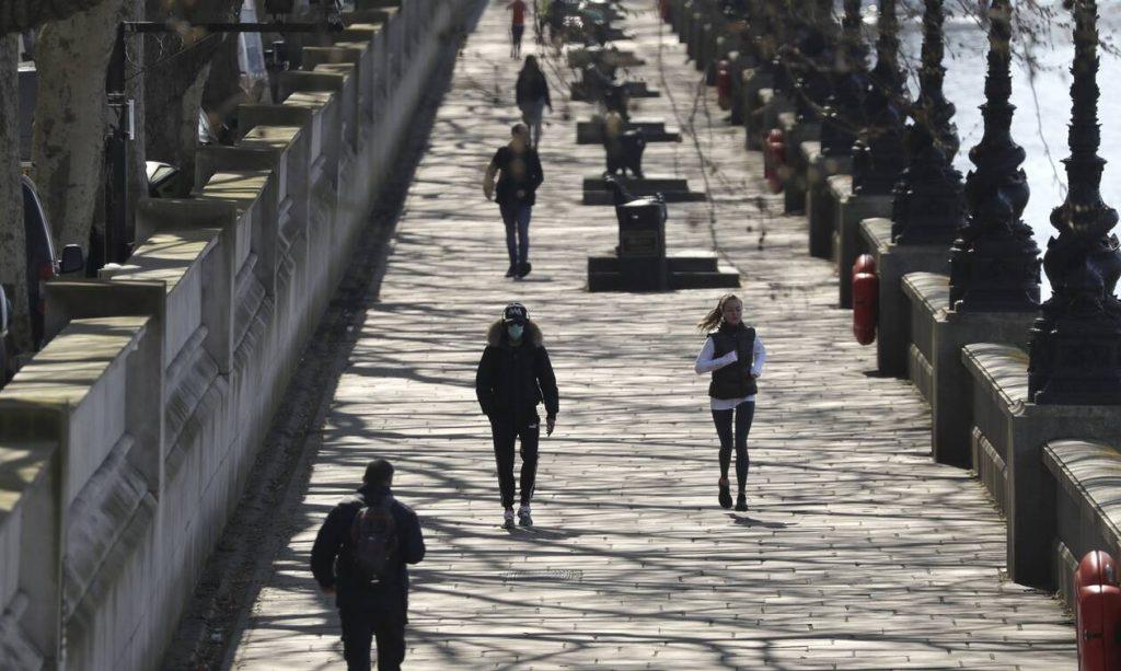 Κορονοϊός - Βρετανία: 765 νεκροί σε ένα 24ωρο - Πάνω από 26.000 οι επιβεβαιωμένοι θάνατοι