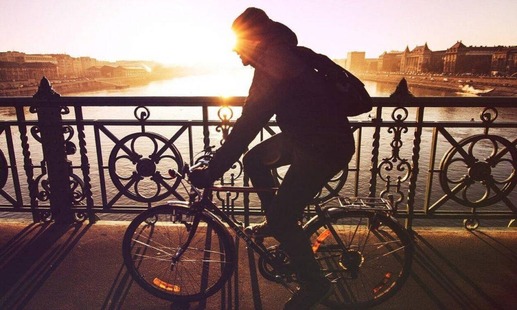 Πήγαν να κάνουν έλεγχο σε ποδηλάτη - Έμειναν με το στόμα ανοικτό μ