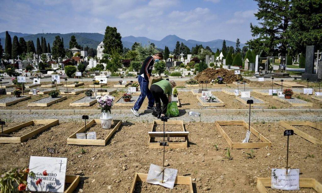 Κορονοϊός στην Ιταλία: Οι νεκροί να είναι 20.000 περισσότεροι από την επίσημη καταγραφή