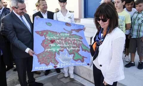 Αθλιότητες από τα τουρκικά ΜΜΕ για την επίσκεψη Σακελλαροπούλου στο Αγαθονήσι