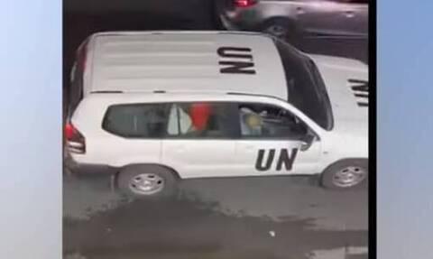 Σάλος: Ασυγκράτητο ζευγάρι κάνει σεξ σε αυτοκίνητο του ΟΗΕ