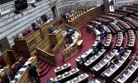 Άγρια καυγάς μεταξύ κυβέρνησης και ΣΥΡΙΖΑ στη Βουλή