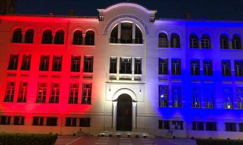 Θεσσαλονίκη: Στα χρώματα της αμερικανικής σημαίας το κτήριο της ΧΑΝΘ