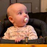 Τι συμβαίνει όταν ο μπαμπάς παίζει με το μωρό; Δείτε το βίντεο