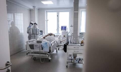 Κορoνοϊός: Ο κίνδυνος μόλυνσης είναι σχεδόν 3,5 φορές μεγαλύτερος για το ιατρονοσηλευτικό προσωπικό