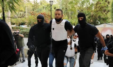 Γιάφκα στο Κουκάκι: Βρέθηκε έτοιμη βόμβα και πυροκροτητές - Συνεχίζονται οι έρευνες