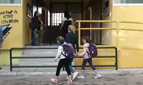 Άνοιγμα σχολείων - Κεραμέως: Κανείς στην τάξη χωρίς μάσκα