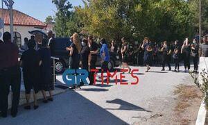 Νέα Μάλγαρα: Θρήνος στην κηδεία του βρέφους - «Πού είναι το αγοράκι μου»