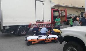 Σοβαρό τροχαίο στην Πάτρα: Οδηγός δικύκλου βρέθηκε κάτω από τις ρόδες φορτηγού