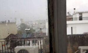 Καιρός ΤΩΡΑ: Ισχυρή καταιγίδα στην Αττική - Μπουρίνι και στη Χαλκιδική