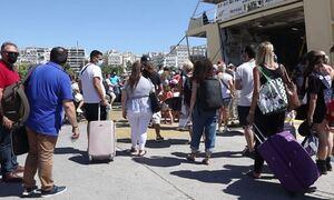 Μετακινήσεις: «Γεμίζουν» τα νησιά – Σπεύδουν να ταξιδέψουν πριν τα νέα μέτρα οι πολίτες