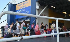 Απίθανο περιστατικό στο λιμάνι του Πειραιά: Εξοργισμένος επιβάτης άφησε το self test σε δημοσιογράφο