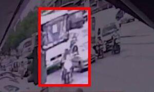 Νίκαια: Βίντεο ντοκουμέντο - Η στιγμή που παγώνει ο χρόνος για την 6χρονη Παναγιώτα