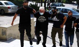 Ηλιούπολη: Στον εισαγγελέα ο πατέρας και ο αστυνομικός που κακοποιούσαν και εξέδιδαν τη 19χρονη