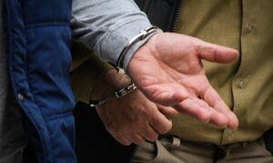 Σοβαρό επεισόδιο με αστυνομικό και πολίτες στην Αγία Παρασκευή – Τους έδεσε με πλαστικές χειροπέδες