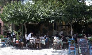 Εστίαση: Τα νέα μέτρα φέρνουν προβληματισμό στον κλάδο - Τι λέει στο Newsbomb.gr ο Γιάννης Δαβερώνης
