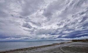 Κακοκαιρία: Η «ψυχρή λίμνη» έφτασε στην Ελλάδα – Πού θα πέσει βροχή και χαλάζι