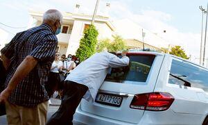 Φολέγανδρος: Σπαρακτικές εικόνες από την κηδεία της Γαρυφαλλιάς - Συγκλονίζει ο επικήδειος φίλης της