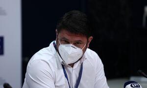 Κορονοϊός – Χαρδαλιάς: Όλα όσα θα πρέπει να κάνουν οι ανεμβολίαστοι εργαζόμενοι