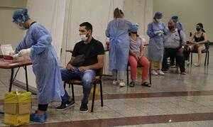 Κρούσματα σήμερα: 2.472 νέα κρούσματα, στους 133 οι διασωληνωμένοι και 8 νέοι θάνατοι