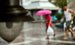 Καιρός: Ποιες περιοχές θα πλήξουν καταιγίδες τη Δευτέρα (30/08) - Έως 34 βαθμούς στην Αττική