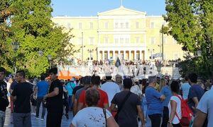 Συγκέντρωση στο κέντρο της Αθήνας κατά του υποχρεωτικού εμβολιασμού