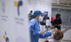 Κρούσματα σήμερα: Η κατανομή των 2.422 νέων μολύνσεων: 543 στην Αττική - 317 στη Θεσσαλονίκη