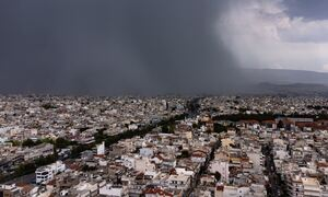 Καιρός ΤΩΡΑ: Ισχυρές βροχές στην Αθήνα - Σε ισχύ έκτακτο δελτίο της ΕΜΥ - Προσοχή τις επόμενες ώρες